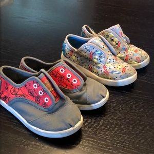 2 Pairs of Toms toddler boy sneakers